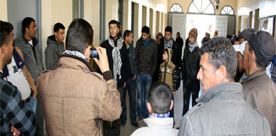 سكان حي المطار بالعروي يفجرون غضبهم ببلدية العروي بسبب التهميش الذي يطالهم