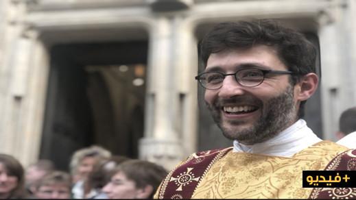 في حفل كبير ... تعيين المسلم السابق مهدي الريفي كاهنا في كنيسة فرنسية