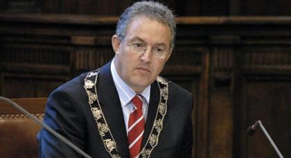 الأغلبية تدعم بقاء ابن الناظور احمد بوطالب عمدة لمدينة روتردام الهولندية