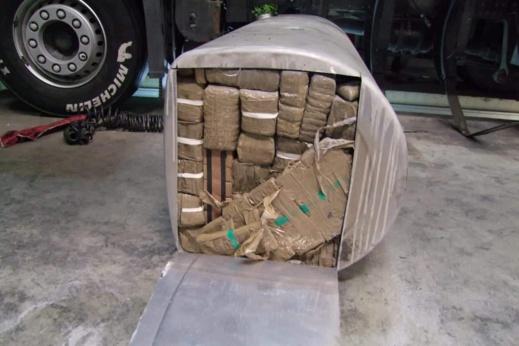 حجز طنين و 200 كلغ من الحشيش على متن شاحنة للنقل الدولي