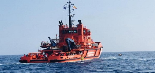 """مصالح الإنقاذ الإسباني تعلن  عن إنقاذ 3 مهاجرين مغاربة وصلوا الى الجزيرة الحضراء عبر التجديف ب""""الكياك"""""""