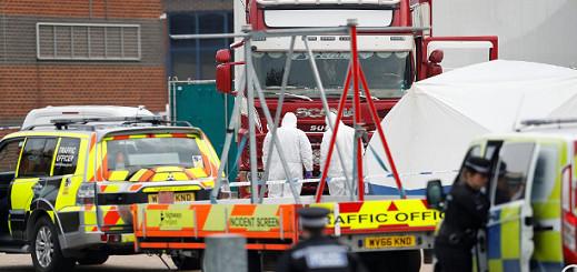 شاهدوا بالفيديو.. العثور على 39 جثة تم تهريبها بواسطة شاحنة الى أوروبا