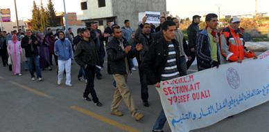 معطلو فرع بوكيدان ينفذون مسيرة احتجاجية تضامنا مع ساكنة تازة