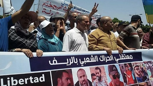 أم نبيل احمجيق تتبرأ من حارقي العلم الوطني والزفزافي يتحدى البرلمانيين لإختبار الوطنية