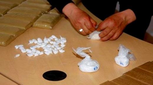 الحكم بـ18 سنة سجنا نافذا في حق أربعة مروجين للكوكايين بالحسيمة