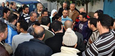 تجار فرخانة يجددون مطالبتهم بإعادة بناء محلاتهم التجارية في وقفة احتجاجية أمام بلدية بني انصار
