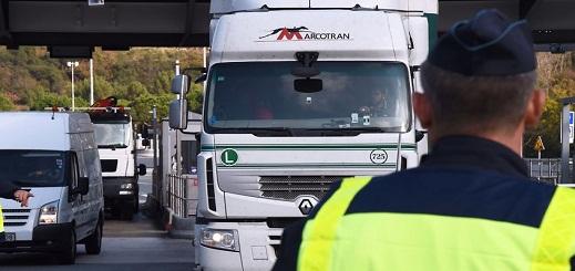 العثور على واحد وثلاثين مهاجرا في شاحنة بمدينة نيس جنوب فرنسا