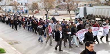 معطلو الناظور يتضامنون مع وضعية ساكنة ثكنة حي الريكولاريس عقب مسيرة إحتجاجية