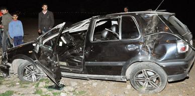 إنقلاب سيارة بشارع كورنيش الناظور بعد اصطدامها بشجرة النخيل