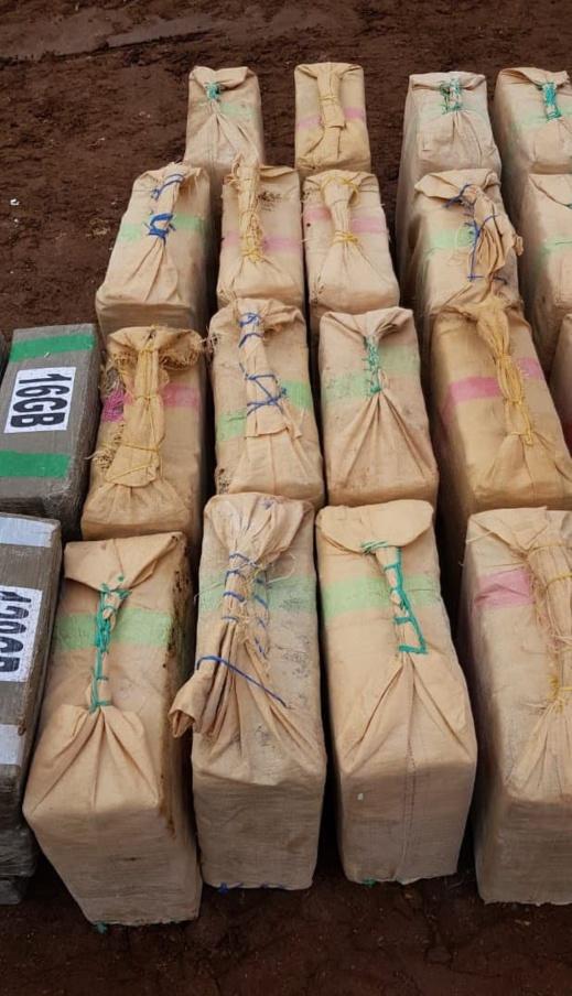 بالصور.. الشرطة تكتشف طريقة جديدة لتهريب المخدرات مكنتها من حجز أزيد من 12 طن من الحشيش