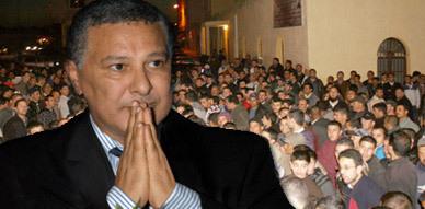 محتجون يعتدون على مصطفى المنصوري وأعضاء من بلدية العروي على إيقاع الغضب عقب إنعقاد دورة فبراير العادية