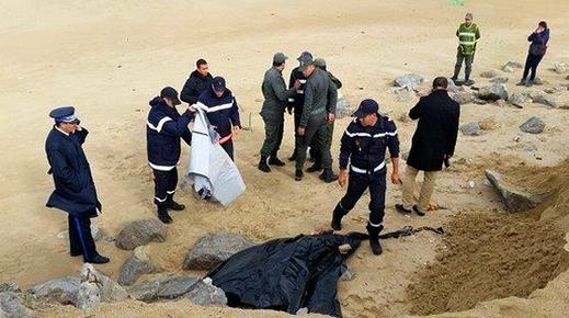 """العثور على جثة مهاجر شاب لفظته أمواج شاطئ """"الجبهة"""" بين الحسيمة وشفشاون"""