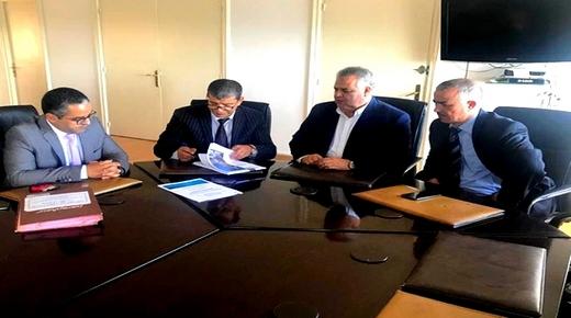"""رئيس مؤسسة التعاون يوقع رسميا عقد العمل مع شركة """"كازا تيكنيك"""" المكلفة بجمع """"أزبال"""" الناظور"""