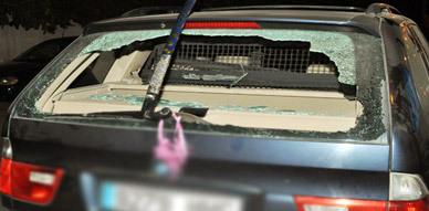 شباب مدججين بالسلاح الأبيض يهاجمون سيارة أحد المواطنين بلعري الشيخ بالناظور