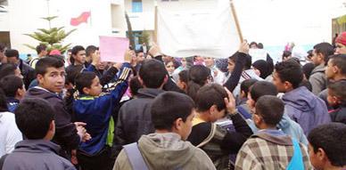 تلاميذ الثانوية التأهيلية مقدم بوزيان بأركمان يحتجون على خصاص أطر مادة الإجتماعيات