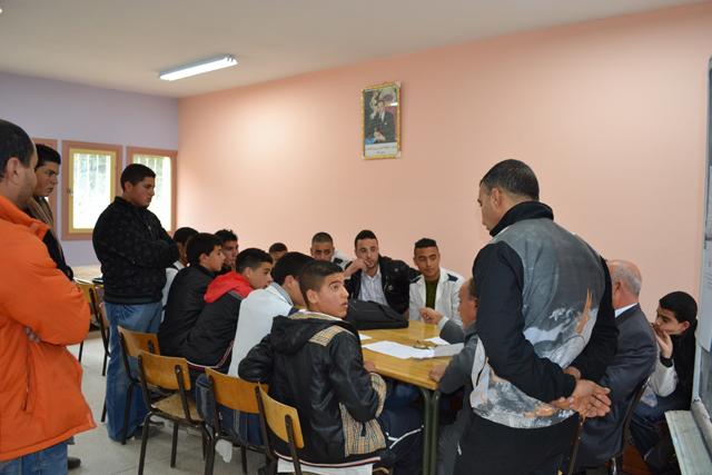 تلاميذ ثانوية النجاح بالعروي يحتجون بسبب الغيابات المتكررة لأساتذة المؤسسة