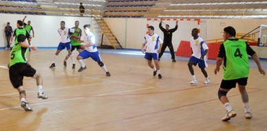 هلال الناظور لكرة اليد يهدر إنتصار ثمين ويتعادل أمام المغرب الفاسي بحصة 21   21