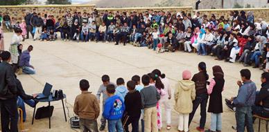 """فرقة مولاي موحند للمسرح الأمازيغي تقدم عرضها """"ثوذاث إمسعان"""" بجماعتي آيث عبد الله و آيث حذيفة"""