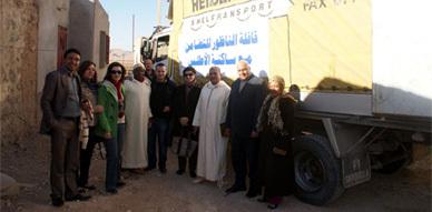 """قافلة الناظور للتضامن مع الأطلس تقوم بتوزيع مساعدات إنسانية على ساكنة دوار """"آيت حمزة"""""""