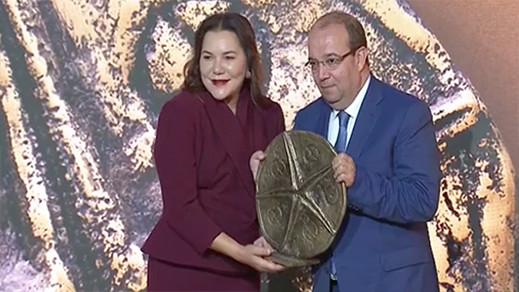 الأمير لالة حسناء تسلم جائزة لسعيد زرو عن مشروع ببحيرة مارتشيكا