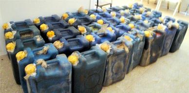 العناصر الأمنية بأزغنغان تحجز سيارة محملة بكمية 900 لتر من البنزين المهرب