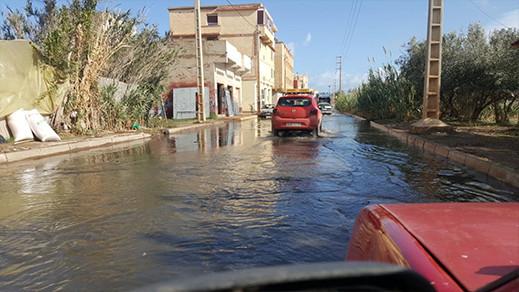 التساقطات المطرية تغرق أكبر شارع في حي عاريض بالناظور