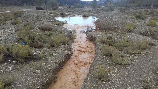 شاهدوا بالفيديو.. التساقطات المطرية تعيد المياه السطحية للجريان بواد أمقران