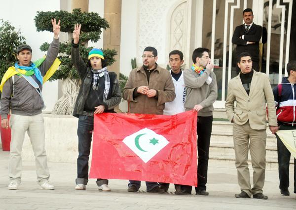 الحركة الأمازيغية بالناظور تدين خلال مسيرة احتجاجية التدخل العنيف للقوات العمومية ببني بوعياش