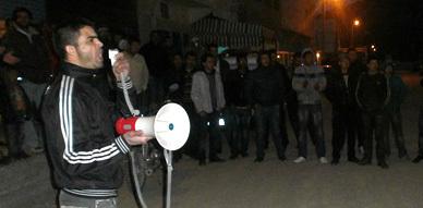 ساكنة أزلاف تحتشد ليلا لإدانة العسكرة المفروضة على بني بوعياش