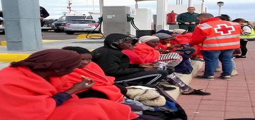 سلطات مليلية المحتلة تنقل 11 مهاجرا الى المدينة وصلوا صباح اليوم الى جزيرة إشفارن