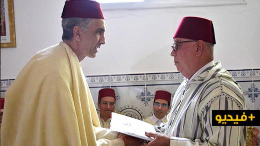 """الحاجب الملكي وعامل الناظور يزوران ضريح """"الشريف محمد أمزيان"""" بأزغنغان لتسليم هبة ملكية"""