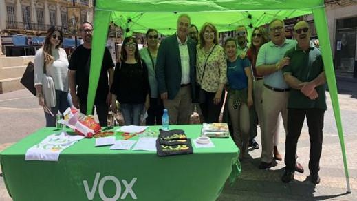 """كيف اصبح حزب """"فوكس"""" المتطرف ثالث قوة سياسية بمساعدة المغاربة المسلمين بمليلية"""