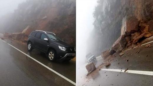 انهيارات صخرية تغلق الطريق الوطنية الرابطة بين الحسيمة وتطوان