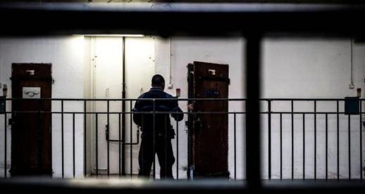 محكمة فرنسية تقضي بحبس مهاجر مغربي 28 سنة بتهمة تنفيذ عملية إرهابية داخل السجن