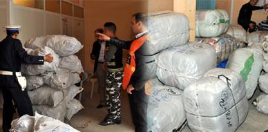 أمن أزغنغان يحجز سيارة محملة بحوالي أربعة أطنان من الملابس والأحذية المستعملة المهربة ويعتقل سائقها