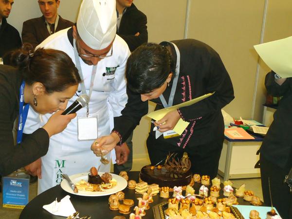 """الناظوري فؤاد بوطيبي يبدع في المعرض الدولي """"  marocotel"""" الخاص بمستجدات تحضير الحلويات"""
