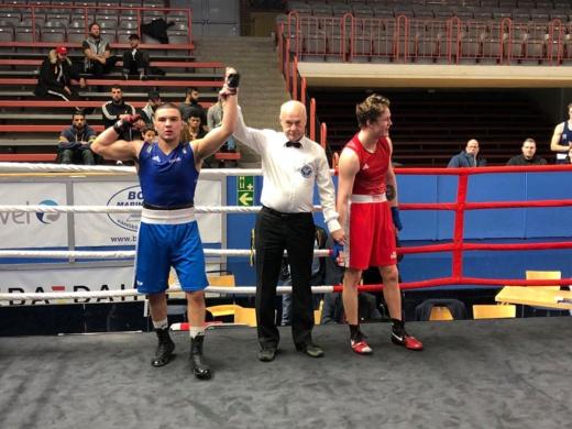 """سليل أزغنغان الملاكم فيصل فانا يحصد المرتبة الأولى في بطولة دولية لـ """"الكينغ أوف رينغ"""" بالسويد"""