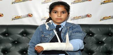 الطفلة كوثر تشتكي تعرضها للضرب على يد معلمتها بمدرسة الجاحظ بالناظور