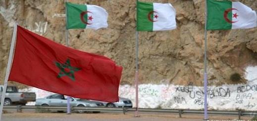 """حقوقيون جزائريون ينظمون وقفة بمعبر """"العقيد لطفي"""" للمطالبة بفتح الحدود مع المغرب"""