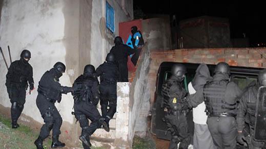 """صور توثق لحظة اعتقال عناصر خلية إرهابية موالية لـ""""داعش"""" بنواحي الناظور"""