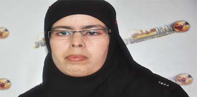 نداء إنساني من أجل مساعدة الشابة ثميمونت العمراني لإجراء عملية في عينها اليسرى