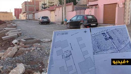 """شاهدوا.. ساكنة حي الكشاضية بسلوان تشتكي من تقلص مساحة شارع رئيسي بسبب """"تهجم"""" مستشار جماعي"""
