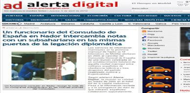 موقع إخباري إسباني  يكشف بالصور تسليم رئيس المخابرات بالقنصلية الإسبانية بالناظور رقم هاتفه لمهاجرين أفارقة سريين