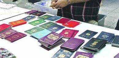 توقيف شخصين بالناظور متهمين بتزوير جوازات السفر لتهريب مهاجرين أفارقة وجزائريين