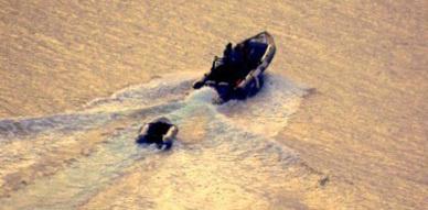 في الصورة القارب المطاطي الصغير الذي من المفترض قد نقل المهاجرين السريين - Ph: Melillahoy