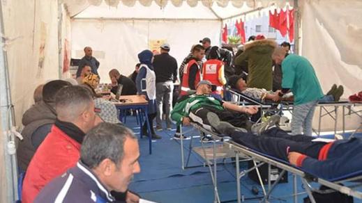 جمعية الريف تظم حملة للتبرع بالدم على هامش المعرض الجهوي للصناعة التقليدية بالدريوش
