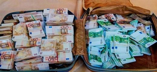 ضربة لمهربي الأموال.. الجمارك تحبط تهريب أزيد من مليارين ونصف كانت بحوزة مهاجر مغربي