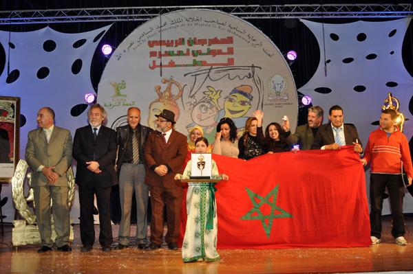 """تتويج مسرحية """"قوس قزح"""" بالجائزة الكبرى خلال اليوم الختامي للمهرجان الدولي لمسرح الطفل بالناظور"""