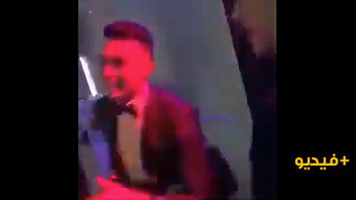 شاهدوا.. الدولي الريفي منير الحدادي لاعب برشلونة السابق يغني بالريفية