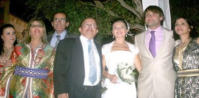 عبد الرحمان أحناو يبارك للعروسين لقمان الورياشي وكريمة علال زفافهما السعيد